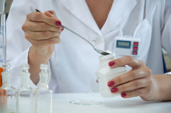 Researcher measured reagent Royalty Free Stock Photos