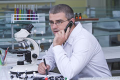 Researcher using a mobile Royalty Free Stock Photos