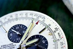 RESEN, MACEDONIA JUNE19, 2018: Luksusowy zegarek na pracownianym tle Breitling Navitimer jest słynnym wristwatch Obraz Royalty Free