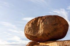 Reserv f?r j?kelmarmorKarlu Karlu beskydd ?gg av regnb?geormen, nordligt territorium, Australien royaltyfri fotografi