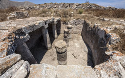 Reserva de agua en la parte superior de Thira antiguo, Santorini Fotos de archivo