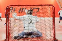 Reserva de la meta del portero de la red de la parte posterior de la acción del portero de Floorball Fotos de archivo