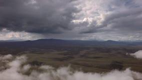 Reserva de naturaleza de Kronotsky sobre la península de Kamchatka Visión desde el vídeo de la cantidad de la acción del helicópt metrajes