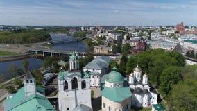 Reserva do museu de Yaroslavl no nascer do sol Panorama Aero à parte central da cidade verão filme