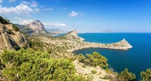 Reserva natural del soporte Karaul-Oba, Crimea, ciudad de Sudak, costa del Mar Negro Foto de archivo libre de regalías