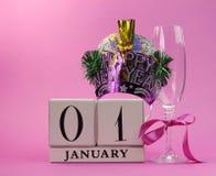 Reserva rosada del tema la fecha con una Feliz Año Nuevo, 1 de enero Imagenes de archivo