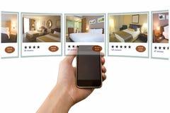Reservación de hotel móvil Foto de archivo libre de regalías