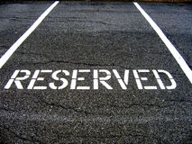 Reservado para o estacionamento do carro Fotografia de Stock