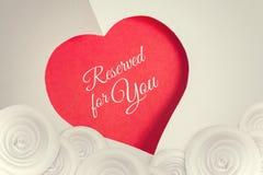 Reservado para você Fundo do dia de Valentim com coração do corte do papel Imagem de Stock Royalty Free