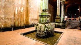 Reservatório antigo da basílica do armazenamento da água em Istambul Turquia imagens de stock