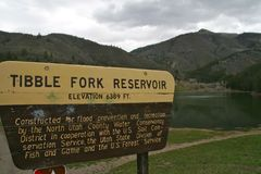 Reservatório da forquilha de Tibble e sinal, Utá Fotos de Stock Royalty Free
