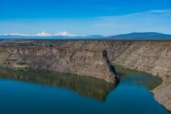 Reservatório de Billy Chinook do lago no deserto alto central de Oregon fotos de stock