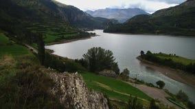 Reservatório de Lanuza em um dia de verão nebuloso Fotografia de Stock Royalty Free