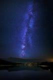 Reservatório de Marono com Via Látea na noite Fotografia de Stock
