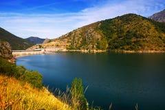 Reservatório do de Luna dos bairros com represa leon Imagens de Stock Royalty Free
