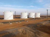 Reservatórios de óleo imagens de stock