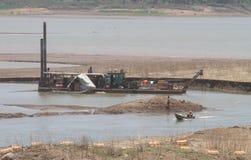 Reservatórios de dragagem do sedimento foto de stock