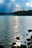 Reservatórios do feixe do sol do céu da nuvem imagem de stock royalty free