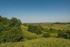 Reservatórios e shelterbelts do campo imagens de stock royalty free