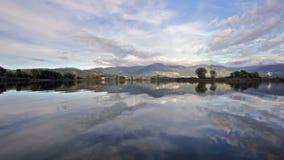Reserve van natuurlijke meren in Italië stock footage