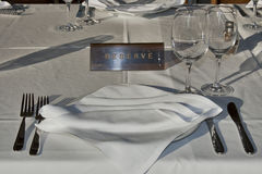Reserved served table Royalty Free Stock Photos