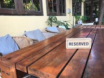 Reserved sign on restaurant table Royalty Free Stock Photography