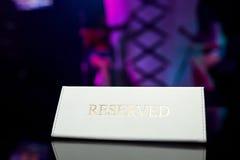 Reserverad platta på tabellen Royaltyfria Foton