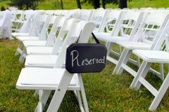 Reserverat tecken på utomhus- bröllop Fotografering för Bildbyråer