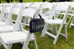 Reserverat tecken på utomhus- bröllop Royaltyfria Foton