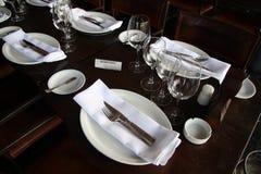 Reservierte Tabelle in einer Gaststätte Lizenzfreies Stockfoto