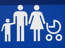 Reserviertes Parken für Eltern mit Kindern Stockbilder