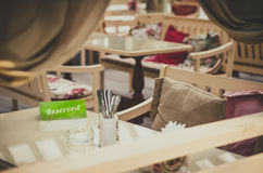 Reservierungskarte im Café Lizenzfreies Stockbild