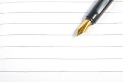 Reservoarpenna på anteckningsboken Arkivbild