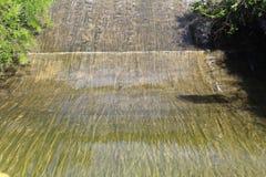 Reservoir-Abflusskanal Stockbild