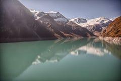 Reservoir großer Höhe Mooserboden, nahe Kaprun - Zell morgens sehen, Österreich Stockfotografie