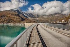 Reservoir großer Höhe Mooserboden, nahe Kaprun - Zell morgens sehen, Österreich Lizenzfreie Stockfotos