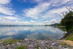 Reservoir-Hintergrund lizenzfreie stockbilder
