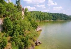 Reservoir im Tal Lizenzfreies Stockfoto