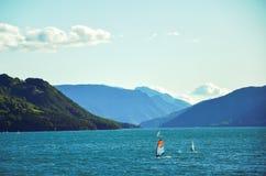 Reservoir Lac de Serre-Ponson Prisión del río Francia suroriental Alpes fotos de archivo libres de regalías