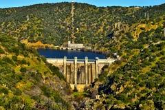 Reservoir met water volledig wordt gevuld dat Stock Afbeeldingen