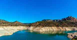 Reservoir Pantano de Siurana, Tarragona, Ισπανία Διάστημα αντιγράφων για το κείμενο στοκ φωτογραφία με δικαίωμα ελεύθερης χρήσης