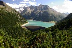 Reservoir tussen de bergenzomer van zillertal 2015 Stock Foto's