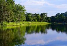 Reservoir und Himmel Stockbild