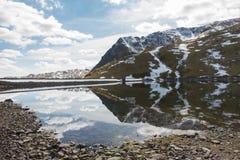 Reservoir und Verdammung Lizenzfreies Stockfoto