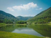 Reservoir voor de berg stock foto's