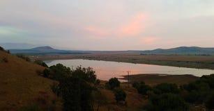 Reservoiransicht und -berge im merom Golan, Israel stockbild