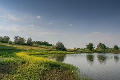 Reservoire und Feld Shelterbelts Lizenzfreie Stockfotos