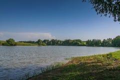 Reservoire und Feld Shelterbelts Stockbilder