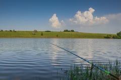 Reservoire und Feld Shelterbelts auf den Gebieten nahe dem Dorf Lizenzfreies Stockbild