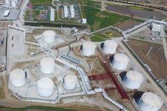 Reservoirs voor opslag van olie en producten van zijn verwerking stock afbeelding